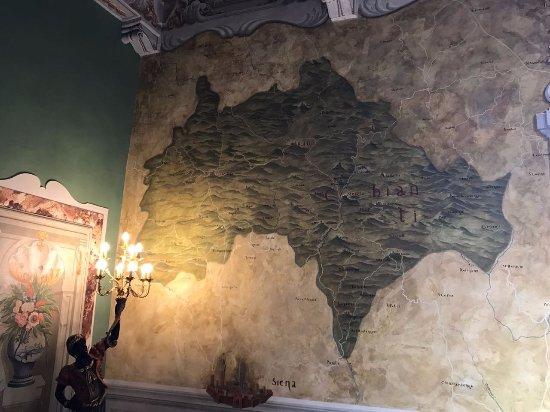 Castello di Meleto: Карта Кьянти на стене
