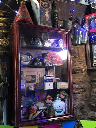 Camelford, UK: Loads of old and interesting things all over this pub