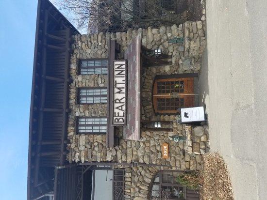 Bear Mountain Inn: 20170410_122909_large.jpg