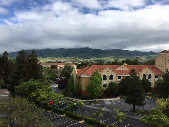 Milpitas, CA: Mt. Diablo hills from 5th floor.