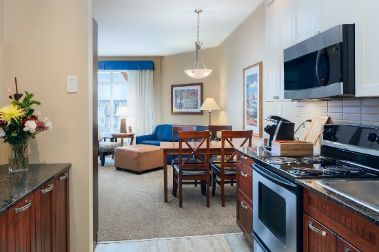 Summerland, Canada: One Bedroom Suite Kitchen & Dining Area