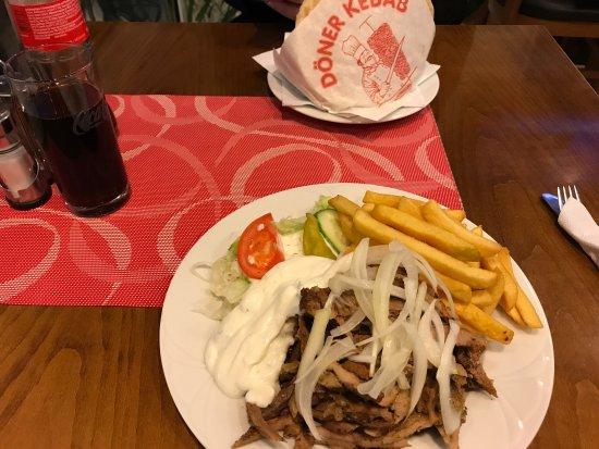 Gyros Teller und Döner Kebab Das Essen war frisch und sehr