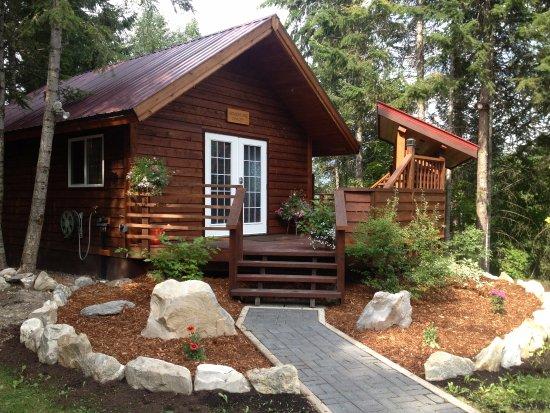 Entrance - Picture of Cedar House Restaurant & Chalets, Golden - Tripadvisor