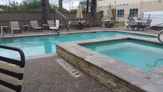 Holiday Inn Express San Antonio Sea World: 20170410_175044_large.jpg