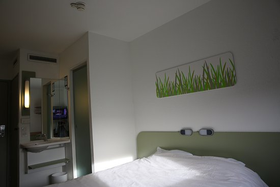 METZ (FRA). Hotel IBIS Budget Technopole. Chambre double. - Photo de ...
