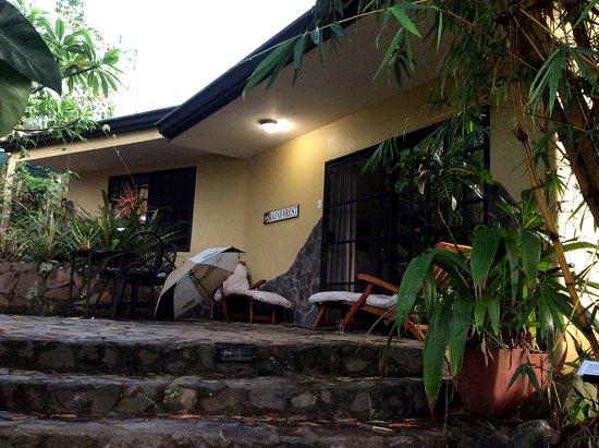 Pura Vida Hotel: Look at that delightful patio!