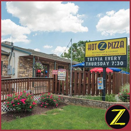 Landisville, PA: Hot Z Pizza Outside / Deck