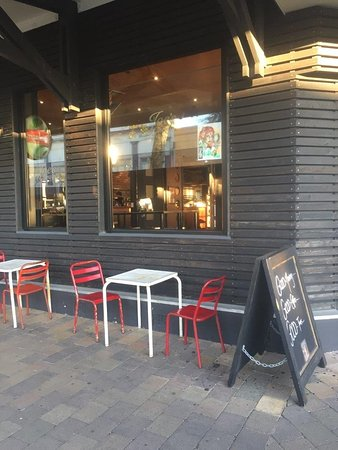 Joe's Garage: Limited outdoor seating on the pavement.
