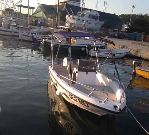 Murter, Croacia: Fisher ; Mariner 75 HP, 6 persons