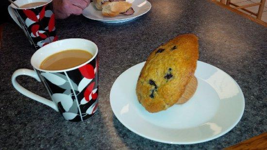Agassiz, Canada: Coffee and muffin. Yummmm.