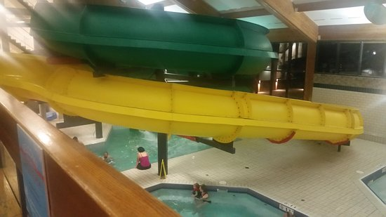 Douglas Fir Resort & Chalets: Great indoor waterslides but lots of stairs to get to them.