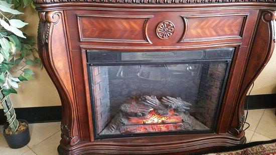 Milwaukie, OR: Cozy fireplace