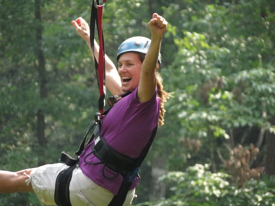 Lake Lure, Carolina do Norte: Boulderline Adventure Zip line participant