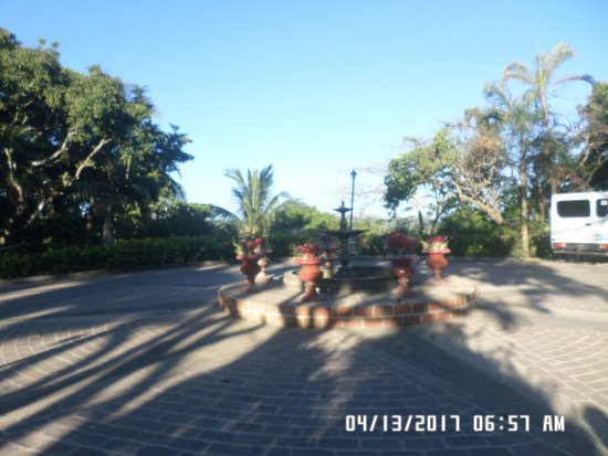 Nasugbu, Filipinas: open space in front of the church