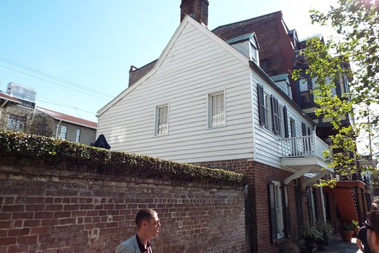 Architectural Tours of Savannah : Jonathan in front of the oldest house in Savannah