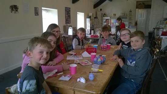 Dwyran, UK: Easter Egg Candle Painting