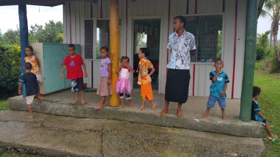 Βιτί Λεβού, Φίτζι: Farewell song from village kinder children