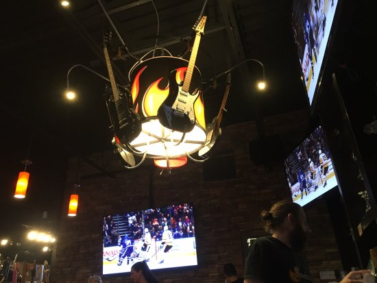 Brantford, Kanada: Anders design detail with guitars over the bar