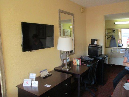 days inn staunton mint springs hotel 372 white hill. Black Bedroom Furniture Sets. Home Design Ideas