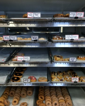 Westminster, Βερμόντ: Some of the bakery items at Allen Bro's.