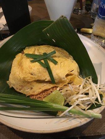 เรือนกนก: Loved my Pad Thai