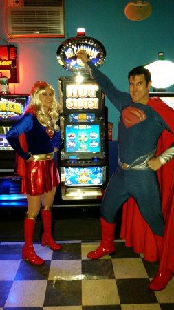 Kankakee, IL: SUPERMAN & SUPERGIRL WIN BIG!!