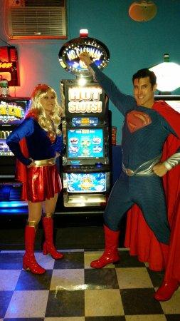 Kankakee, Ιλινόις: SUPERMAN & SUPERGIRL WIN BIG!!