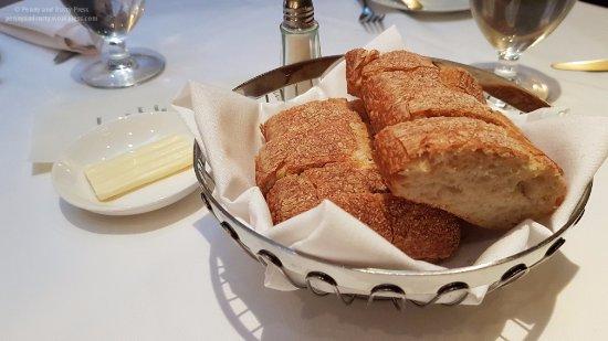 Bistro Pastis: Complimentary bread
