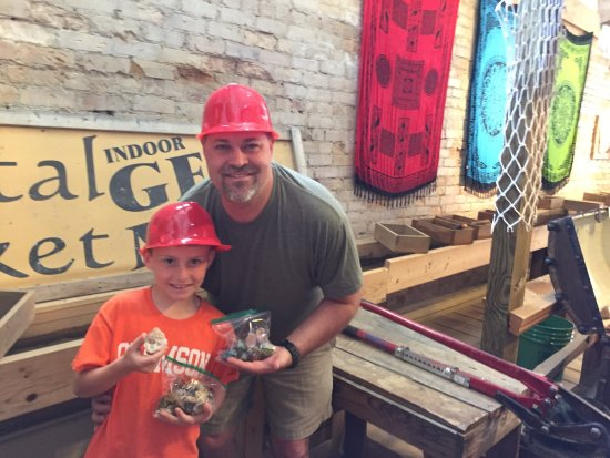 Crystal Mountain Gem Mine: Gem mining downtown Brevard!