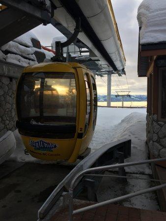 Big White Ski Resort: The gondola down to tthe day lodge.