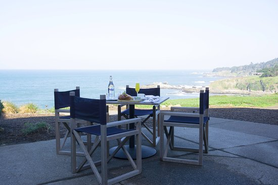 Jenner, CA: Outdoor seating at Coast Kitchen with ocean views
