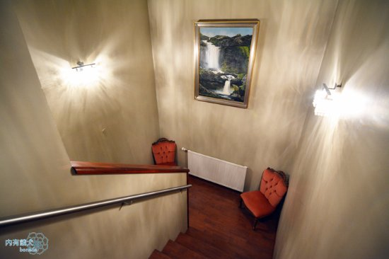 Nupan Deluxe: 飯店內樓梯,寬廣讓行李好搬運