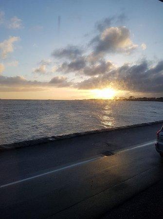 Bogense, Danimarka: Smuk solopgang lige uden for vinduet