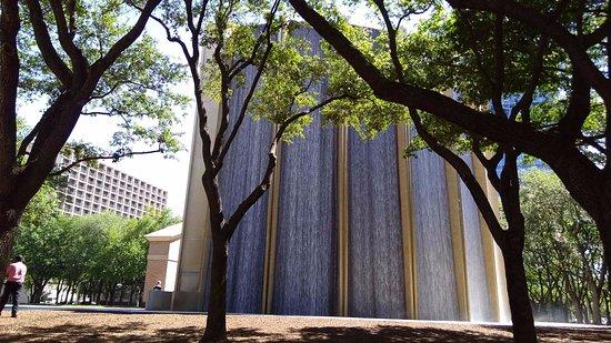 Water Wall: Waterwall in park