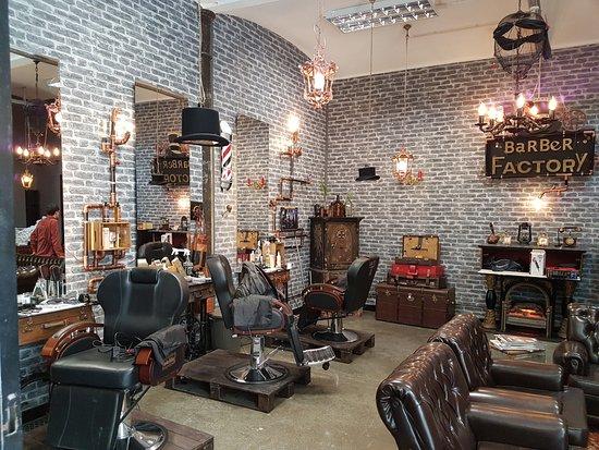 Salon de barbier picture of lx factory lisbon tripadvisor for Actpoint salon review