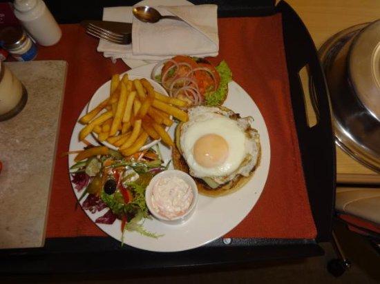 Dukes Bar: Burger