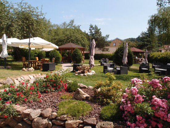 Chalet cocoon picture of restaurant la table du haut for La table du jardin