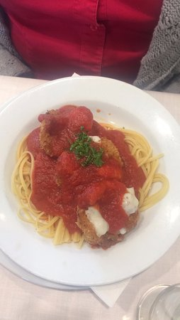 Nanuet, NY: Co worker had chicken on bed of pasta with red sauce