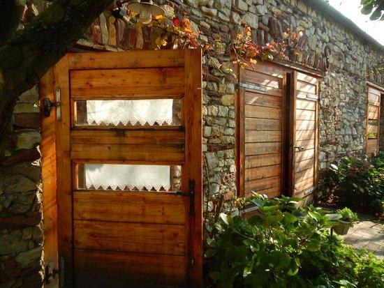 Káli Art Inn: Wood, stones and greenery. A perfect energetic combination.