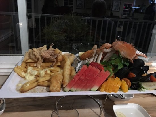 Wisemans Ferry, Australia: Forgot to get photo when 1st came out. Absolutely the best seafood platter we've ever had. Love