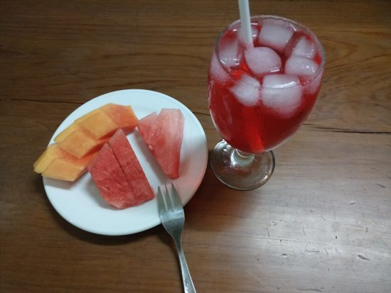 Cepu, Indonesia: Welcome drink dan buah yang dikirim ke kamar