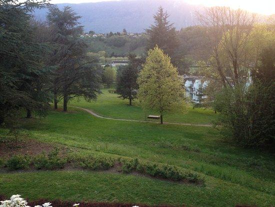 Hôtel Villa Marlioz : vue sur le parc depuis le restaurant de l'hôtel
