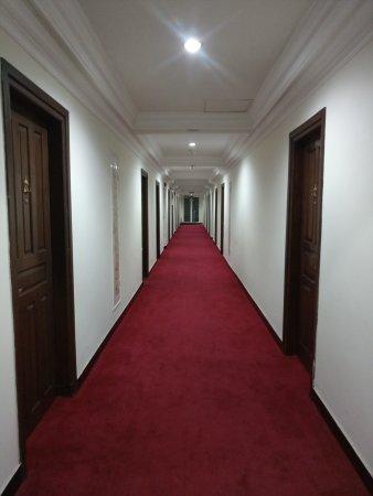 Cepu, Indonesia: Lorong salah satu lantai Hotel mega bintang