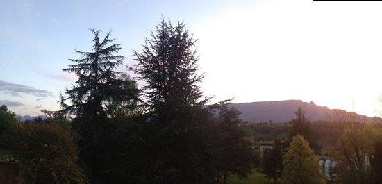 Hôtel Villa Marlioz : autre vue sur le massif montagneux depuis le restaurant de l'hôtel