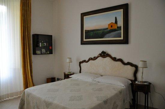 Gourmet B&B Villa Landucci: Une chambre absolument charmante avec une literie au top !