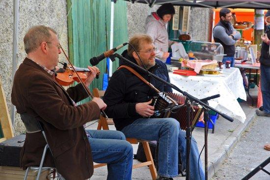 Kinvara Farmer's Market: Music at the market