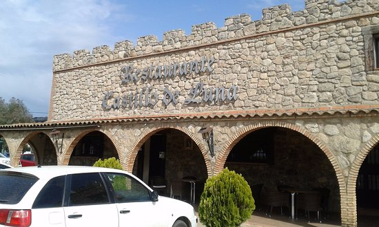 Alburquerque, Spain: The front of the restaurant. Lots of parking