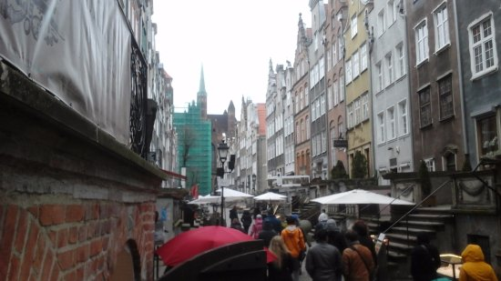 Mariacka Street (ulica Mariacka): View of street in drizzle