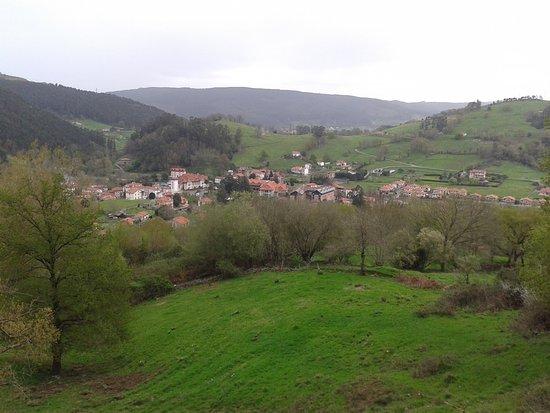 Vistas del Monte del Castillo. - Picture of Cueva Las Monedas, Puente Viesgo ...