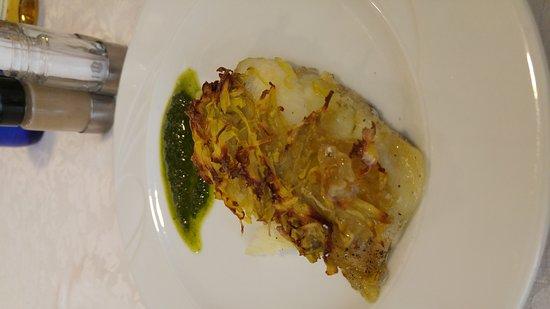 Volpiano, Italie : Filetto di san pietro in crosta di patate